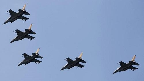 Chasseurs F-16 israéliens. Des raids aériens ont visés des installations syriennes dans la région de Misyaf (photo d'illustration). REUTERS/Amir Cohen