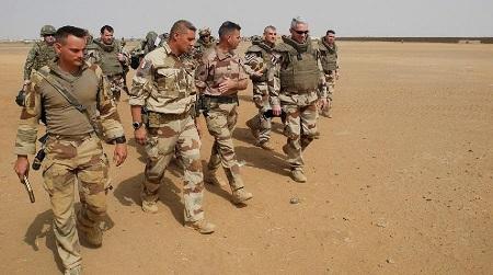 Le chef d'état-major de l'armée française en déplacement au Nord-Mali. D. R.