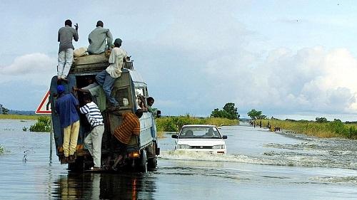 66 morts dans les inondations, le cyclone Idai en vue