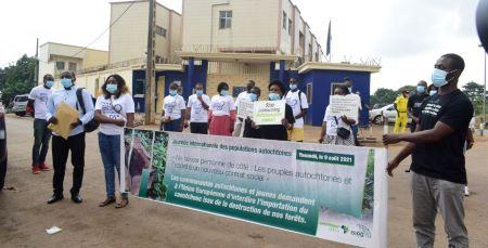Des militants Greenpeace du Cameroun se sont rassemblés devant la Délégation de l'Union européenne à Yaoundé