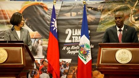 La présidente taïwanaise Tsai Ing-wen et son homologue haïtien Jovenel Moïse, le 23 juillet 2019 à Port-au-Prince. REUTERS/Andres Martinez Casares