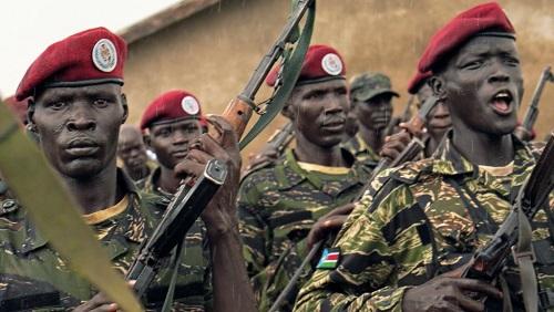 Des membres des forces de défense sud-soudanaises, anciennement appelée l'Armée populaire de libération du Soudan, lors d'une formation près de Juba, le 26 avril 2019. © REUTERS/Andreea Campeanu