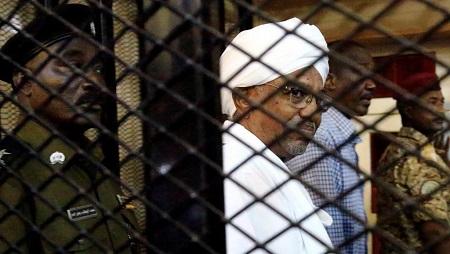 Le président soudanais déchu Omar el-Béchir au tribunal de Khartoum, le 31 août 2019. © REUTERS/Mohamed Nureldin Abdallah