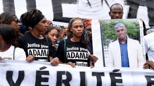 Marche de protestation pour réclamer la vérité sur la mort d'Adama Traoré, le 30 juillet 2016, à Paris. DOMINIQUE FAGET / AFP