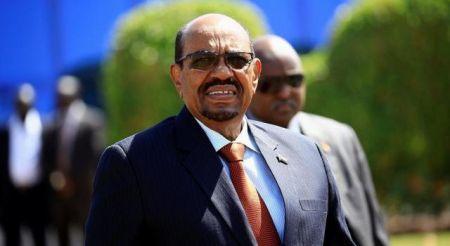 Omar Hasán Ahmad al Bashir vient de signer deux accords de financement avec des fonds d'investissement arabes