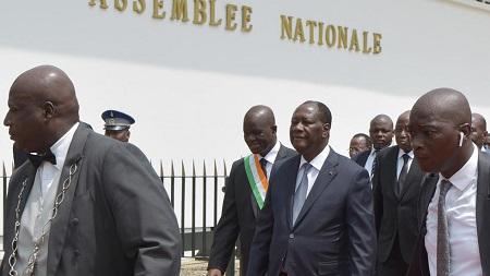 Le président Ouattara accompagné du président de l'Assemblée nationale le 1er avril 2019. Sia KAMBOU / AFP