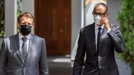Le président rwandais, Paul Kagame, et son homologue français, Emmanuel Macron, à Kigali, le 27 mai 2021. REUTERS - JEAN BIZIMANA