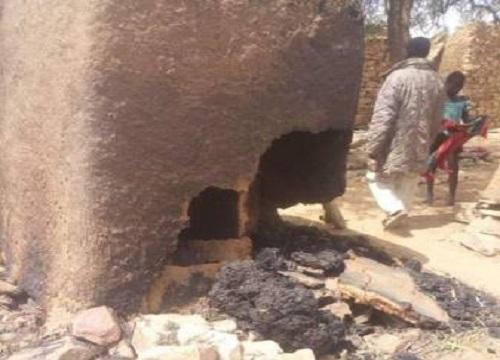 Une cinquantaine de morts et des greniers brûlés ainsi que le village à Bankass