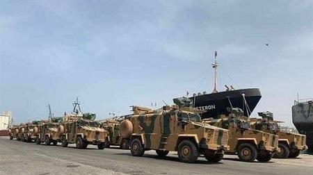 Des blindés turcs débarqués du navire turc Amazon Giurgiulesti, dans le port de Tripoli, le 18 mai 2019 © https://libya.liveuamap.com