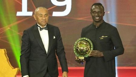 Le président de la Confédération africaine de football Ahmad Ahmad en compagnie de Sadio Mané, le 7 janvier 2020.Khaled DESOUKI / AFP