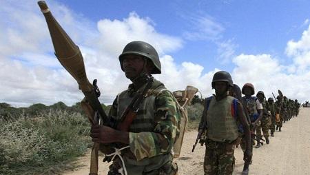 Une patrouille de soldats burundais de l'Amisom (image d'illustration). © Reuters/Feisal Omar