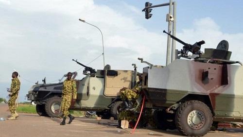 Des militaires positionnés près du palais présidentiel à Ouagadougou, le 17 septembre 2015. (Photo d'illustration) © AHMED OUOBA / AFP