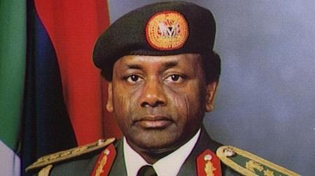 Sani Abacha, arrivé au pouvoir par un coup d'État militaire en 1993, a dirigé le pays jusqu'à sa mort en 1998