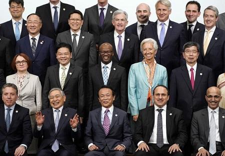 """""""La croissance mondiale semble se stabiliser (...) mais elle reste faible et les risques d'une détérioration demeurent. Surtout, les tensions commerciales et géopolitiques se sont intensifiées"""", soulignent les ministres des Finances et banquiers centraux du G20. (Keystone)"""
