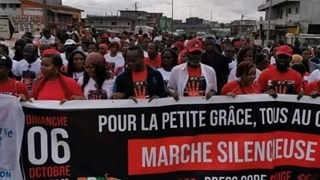 Plusieurs dizaines de personnes ont marché dimanche à Abidjan pour dénoncer la mort d'une fillette