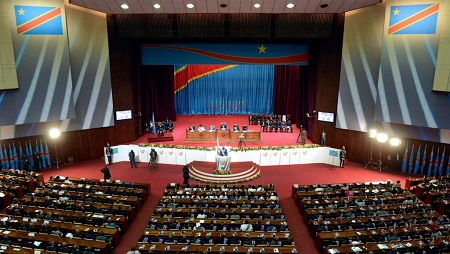 L'Assemblée nationale congolaise a ouvert sa session extraordinaire dans la confusion sur le nombre définitif de ses membres, le 19 août 2019 au Palais du Peuple à Kinshasa. © JUNIOR D.KANNAH / AFP