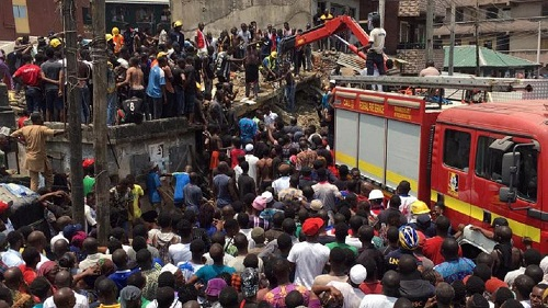 10 enfants coincés après l'effondrement de leur école à Lagos
