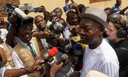 L'opposant Agbéyomé Kodjo s'apprêtant à aller voter, le 22 février 2020 à Lomé. REUTERS/Luc Gnago