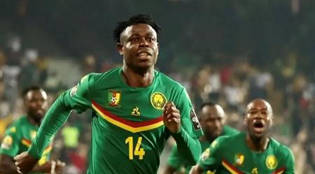 La joie du défenseur camerounais Banga après l'ouverture du score, le 16 janvier 2021. © Pierre-René Worms / RFI