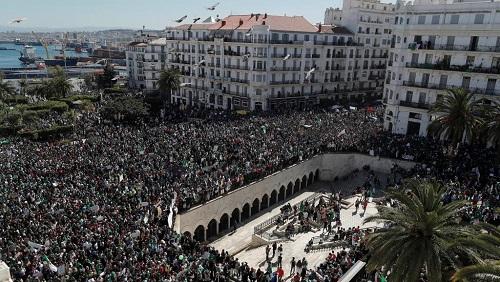 Des manifestants rassemblés à Alger, le 15 mars 2019. © REUTERS/Zohra Bensemra