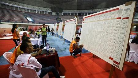 Compilation des résultats après le premier tour de la présidentielle en Tunisie, le 16 septembre 2019. © REUTERS/Muhammad Hamed