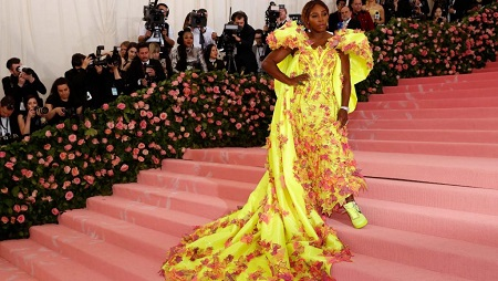 La championne américaine de tennis Serena Williams lors du Gala de l'Institut du Costume du Metropolitan Museum of Art, à New York le 6 mai 2019. (REUTERS/Andrew Kelly)