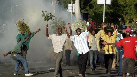Des policiers armés ont tiré des gaz lacrymogènes ce jeudi, sur le principal parti d'opposition pour disperser les manifestants qui exigeaient la démission du président Peter Mutharika