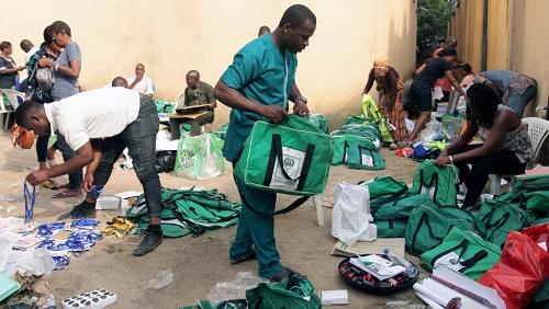 Les équipes électorales de l'Inec à Port-Harcourt, le 15 février 2019. © REUTERS/Tife Owolabi
