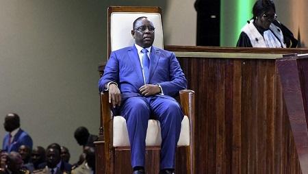 Le président Macky Sall avait estimé, début août, à «16 à 17 milliards» de francs CFA (quelque 25 millions d'euros) la facture téléphonique annuelle de l'État. © SEYLLOU / AFP