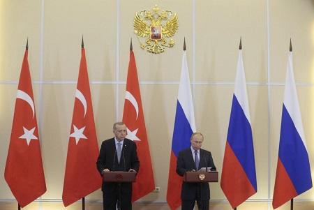 Vladimir Poutine et Recep Tayyip Erdogan ont fait une déclaration à la presse à Sotchi ce 22 octobre. Photo : AFP