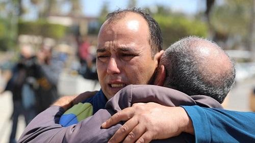 Un tir de roquette cible des civils, déjà plus de 200 morts dans les combats