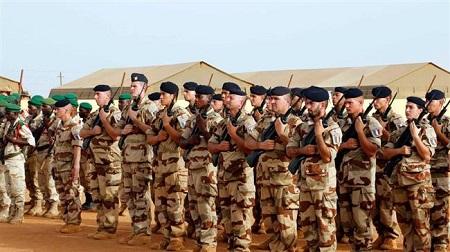 Illustration. Dans le nord du Mali, les troupes militaires françaises vivent en parfaite harmonie avec les groupes terroristes.