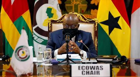 Le président ghanéen Nana Akufo-Addo, à la tête de la présidente tournante de la Cédéao, le 15 septembre 2020 à Accra. REUTERS/Francis Kokoroko