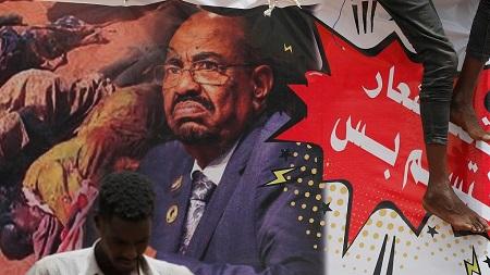 """Le président déchu Omar el-Béchir a été inculpé pour """"le meurtre de manifestants"""" pendant les protestations contre son régime,"""