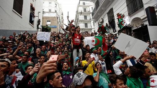 Manifestation du neuvième vendredi depuis le début de la mobilisation des Algériens pour changer le régime, le 19 avril 2019.. © REUTERS/Ramzi Boudina