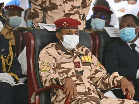 Le fils d'Idriss Déby Itno et chef du Conseil militaire de transition, Mahamat Idriss Déby, le 23 avril 2021 à N'Djamena, lors des obsèques du président défunt. © Issouf Sanogo, AFP