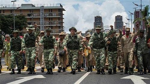 L'armée vénézuélienne a défilé dans les rues de Caracas le samedi 26 août 2017. ©Citizenside
