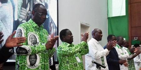 Le président du PDCI, Henri Konan Bédié, et son secrétaire exécutif Maurice Kakou Guikahué (à g.), le 17 juin 2018, à Abidjan. © Sia Kambou/AFP
