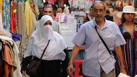 Le niqab ou voile intégrale sera interdit en Tunisie dans les institutions publiques. © REUTERS/Ammar Awad