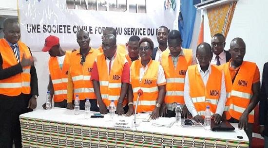 Des gilets rouges, contre toutes les formes d'injustice et les abus politiques en Côte d'Ivoire