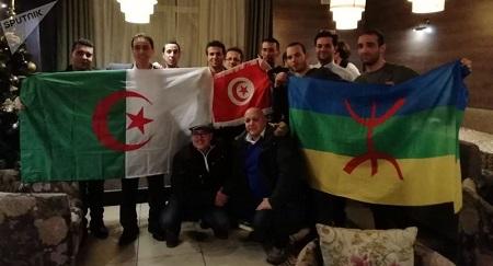 Un tribunal algérois a condamné 22 manifestants arrêtés pendant des rassemblements populaires pour avoir arboré le drapeau berbère © Photo. Kamal Louadj