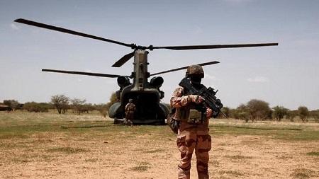 Le groupe jihadiste Etat islamique (EI) a affirmé jeudi avoir provoqué la collision entre deux hélicoptères français dans laquelle 13 soldats ont trouvé la mort au Mali