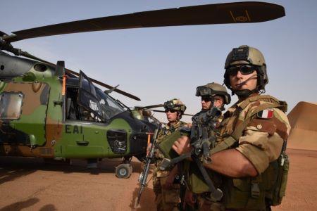 Des soldats français de l'opération Barkhane au Mali, le 2 janvier 2015. Crédit : DOMINIQUE FAGET / AFP