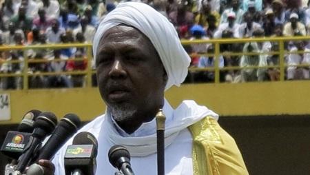 Mahmoud Dicko, ancien président du Haut conseil islamique, ici au stade du 26-Mars, à Bamako, le 12 août 2012. © REUTERS/Adama Diarra
