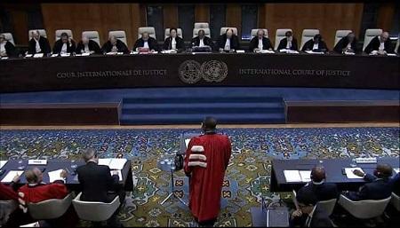 Plaidoirie de Me Maurice Kamto,  juriste international, homme politique, et surtout président du parti d'opposition le Mouvement pour la Renaissance du Cameroun(MRC). Photo: Regardsurlafrique