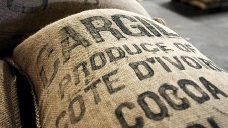 Un sac de cacao en provenance de Côte d'Ivoire. © Getty Images/Jacob Silberberg
