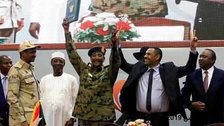 Les généraux et les leaders de la contestation au Soudan ont formé mardi un Conseil souverain