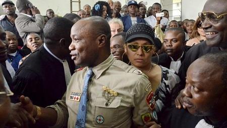 Le chanteur congolais Koffi Olomidé devant un tribunal de Kinshasa, le 16 août 2012 (Image d'illustration). © AFP Photos/JUNIOR KHANNA