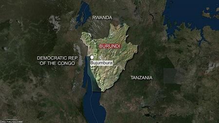 """Quatre journalistes burundais et leur chauffeur ont été inculpés de """"complicité d'atteinte à la sécurité de l'État"""" et écroués samedi"""