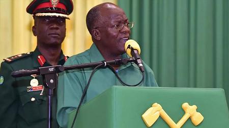 Le président de la Tanzanie, John Magufuli, lors d'un discours à ses partisans le 27 octobre 2020, dans la région de Dodoma. AP Photo